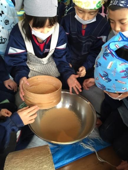 『大豆の加工の体験してみたよ!!』南中山小学校3年生の皆さん_e0061225_16152991.jpg