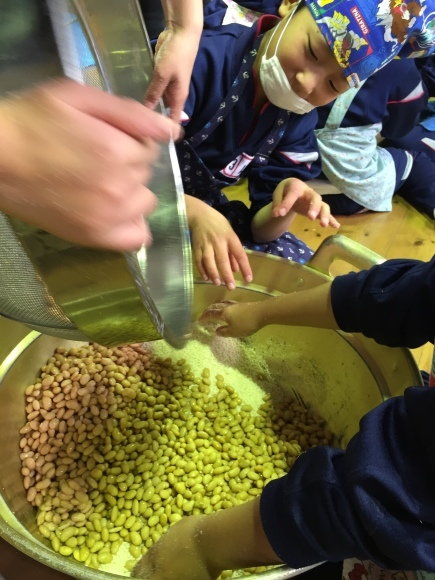 『大豆の加工の体験してみたよ!!』南中山小学校3年生の皆さん_e0061225_16331882.jpg