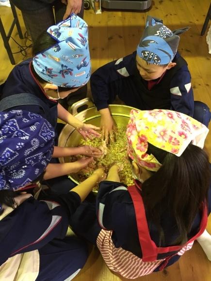 『大豆の加工の体験してみたよ!!』南中山小学校3年生の皆さん_e0061225_16340585.jpg