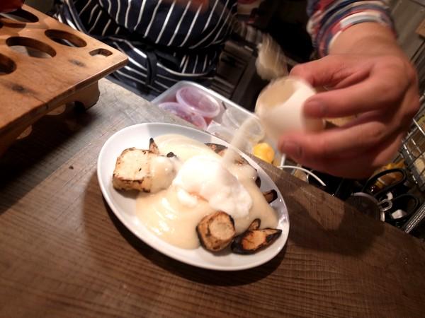自由で刺激的な楽しい料理にひかれて、代沢のsalmon & troutへ その1_e0152073_8563429.jpg