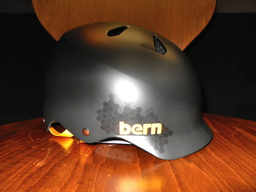 今日もbernのヘルメットが入荷しました(レアもの)_b0189682_16242229.jpg