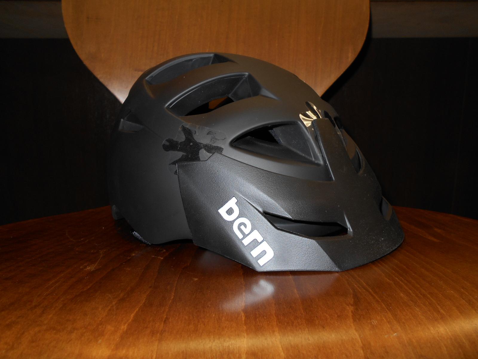 今日もbernのヘルメットが入荷しました(レアもの)_b0189682_16271451.jpg