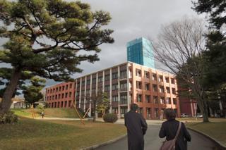 キャンパスの移動は歩きが中心.....私も二日間いい運動を..._b0194185_23105222.jpg