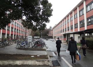 キャンパスの移動は歩きが中心.....私も二日間いい運動を..._b0194185_2351212.jpg