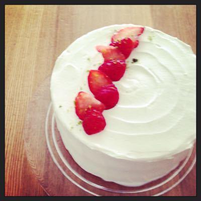 今日のおやつは苺のショートケーキ_b0065587_17361396.jpg
