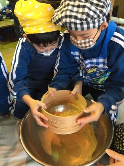 『大豆の加工してみたよ!!』服間小学校3年生の皆さん_e0061225_11492465.jpg