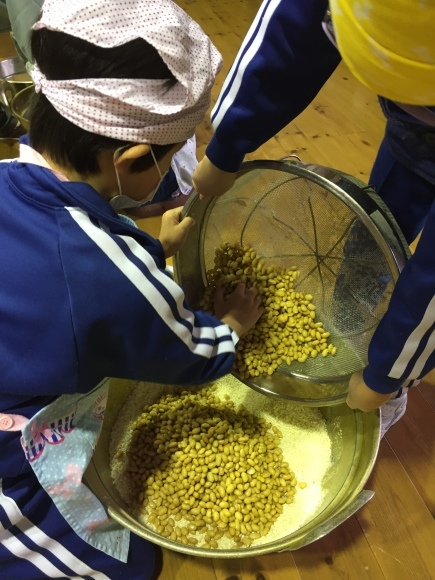『大豆の加工してみたよ!!』服間小学校3年生の皆さん_e0061225_12563977.jpg