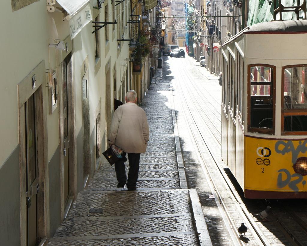 YouTubeのmovieから、BICA in Lisboa_c0180686_10162641.jpg