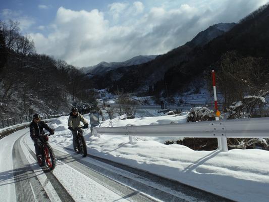 ファットバイクで雪遊び 2015年2月_c0132901_17523075.jpg