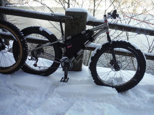 ファットバイクで雪遊び 2015年2月_c0132901_17535746.jpg
