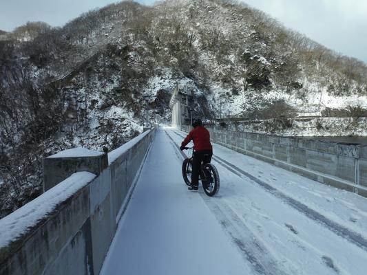 ファットバイクで雪遊び 2015年2月_c0132901_17543711.jpg