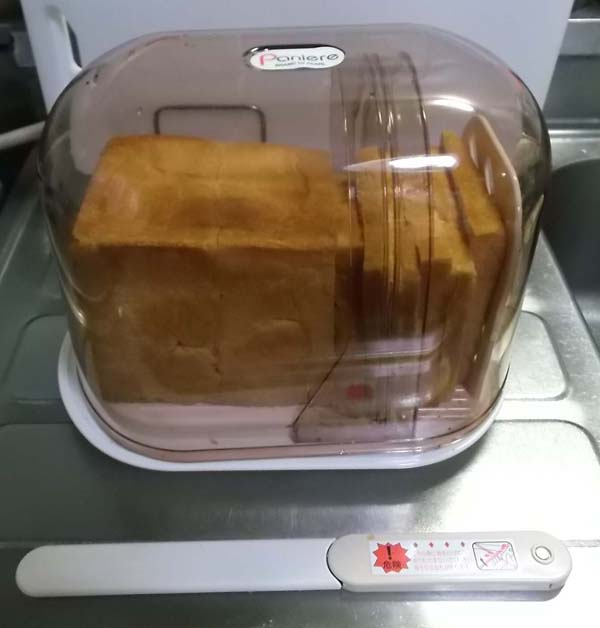 食パンをきれいに切る調理器具_f0019498_17565322.jpg