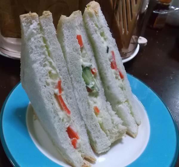 食パンをきれいに切る調理器具_f0019498_17575184.jpg