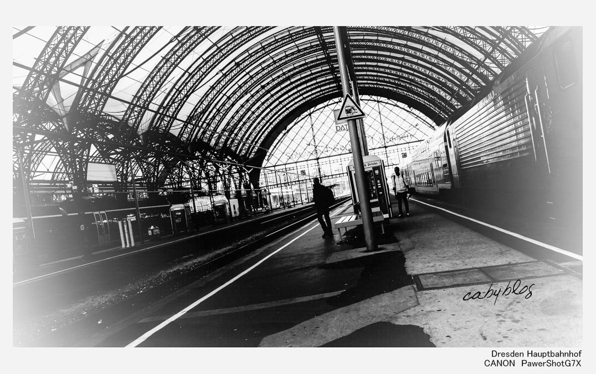 ドレスデン中央駅にて_b0127032_23241470.jpg