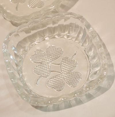 スウェーデン クローバー柄ガラストレー入荷しました。_b0270459_039911.jpg