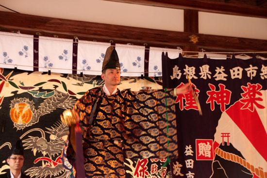 15節分祭3 松尾大社 石見神楽_e0048413_2041081.jpg