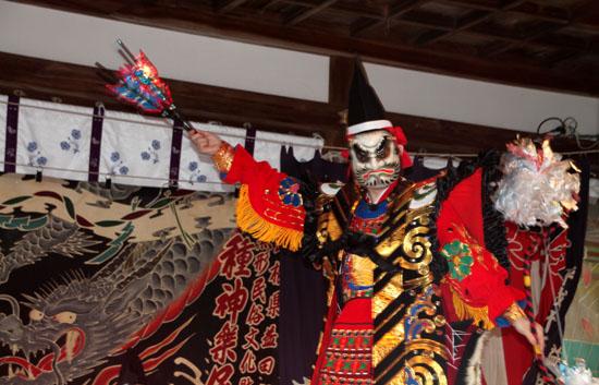 15節分祭3 松尾大社 石見神楽_e0048413_2042911.jpg