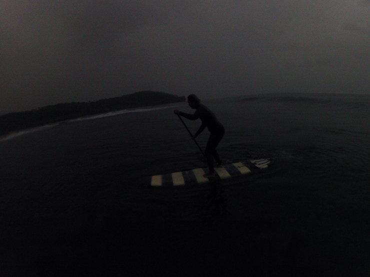 小波と小雨の朝_a0337419_21053241.jpg