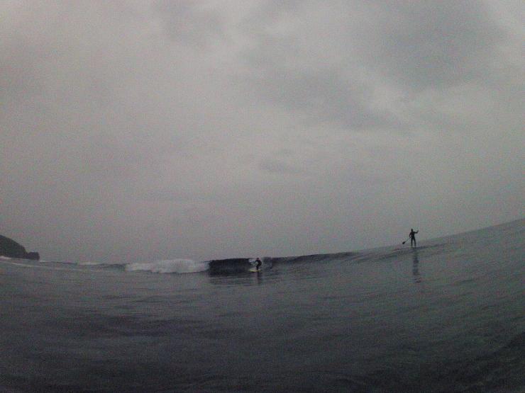 小波と小雨の朝_a0337419_21233679.jpg