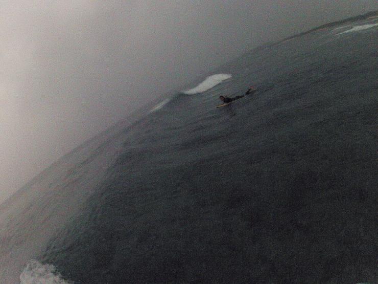 小波と小雨の朝_a0337419_21355541.jpg