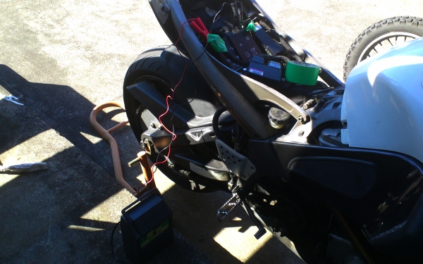 XB12X 充電とオイラーチェック_e0086244_14442179.jpg