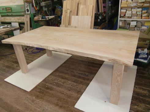 無垢のテーブルできました!_b0078597_17141646.jpg