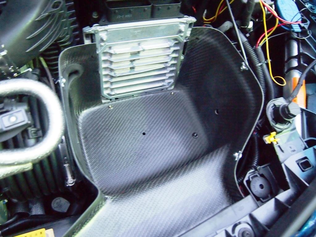 AMG・CLA45にエアインテークとタワーバーを取り付けました。_e0188729_14354966.jpg