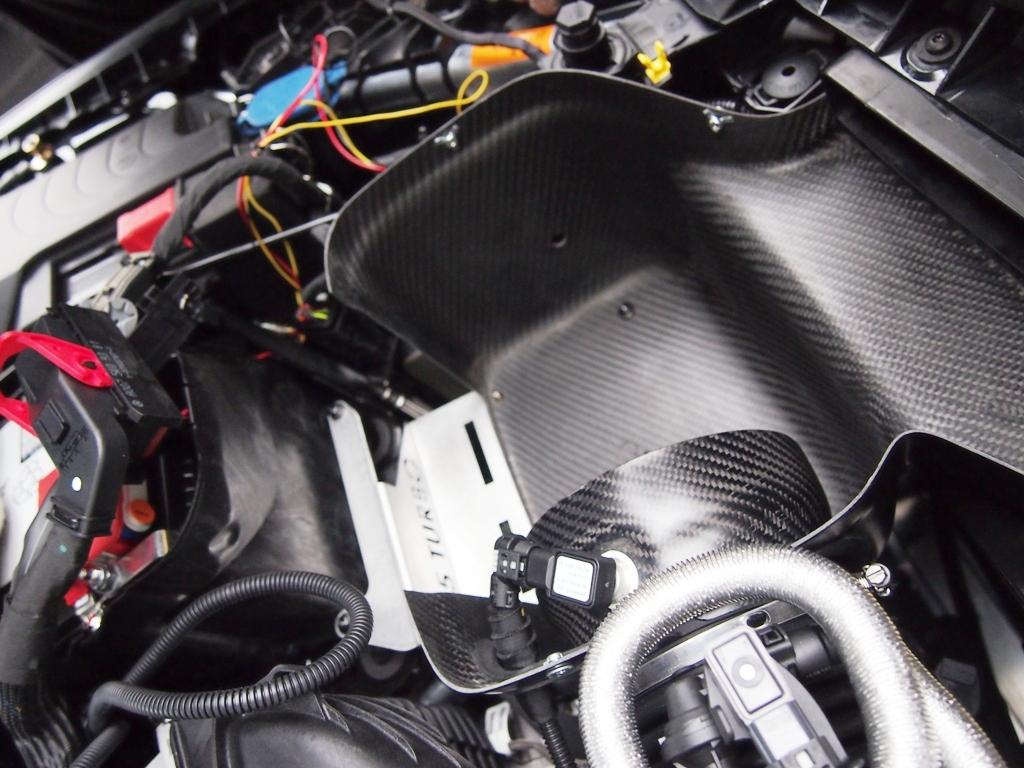 AMG・CLA45にエアインテークとタワーバーを取り付けました。_e0188729_1439523.jpg