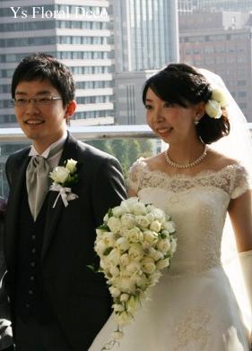 白バラのキャスケードブーケ パレスホテル東京さんへ_b0113510_18494247.jpg