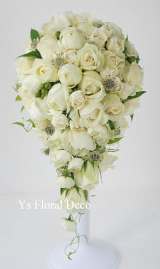 白バラのキャスケードブーケ パレスホテル東京さんへ_b0113510_18494966.jpg