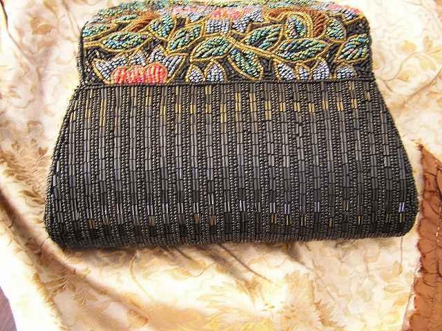 ビーズ刺繍のパーティ用バッグ 半額_f0112550_05333730.jpg