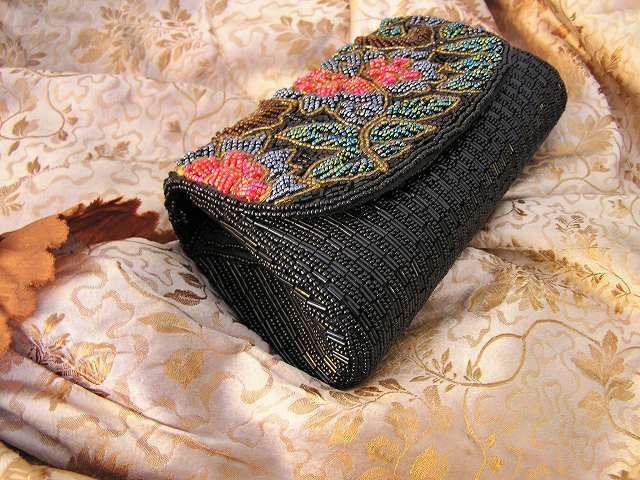 ビーズ刺繍のパーティ用バッグ 半額_f0112550_05333763.jpg