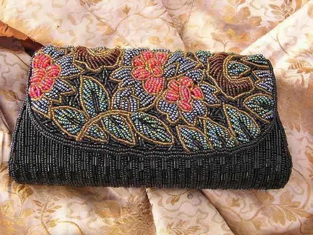 ビーズ刺繍のパーティ用バッグ 半額_f0112550_05333812.jpg