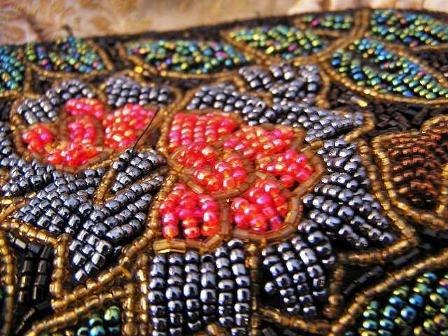 ビーズ刺繍のパーティ用バッグ 半額_f0112550_05333828.jpg