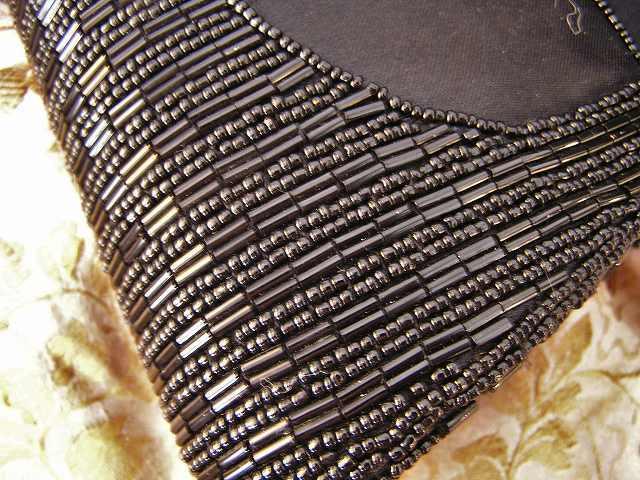 ビーズ刺繍のパーティ用バッグ 半額_f0112550_05333855.jpg