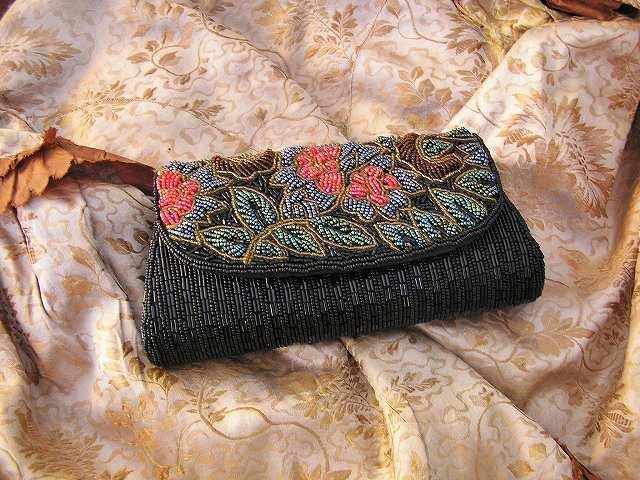 ビーズ刺繍のパーティ用バッグ 半額_f0112550_05333858.jpg