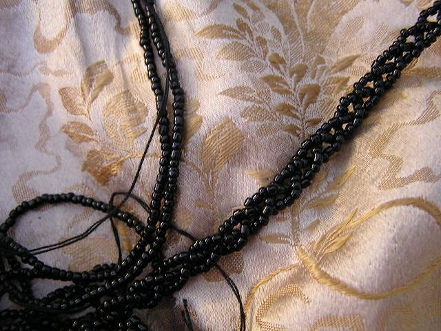 ビーズ刺繍のパーティ用バッグ 半額_f0112550_05344106.jpg