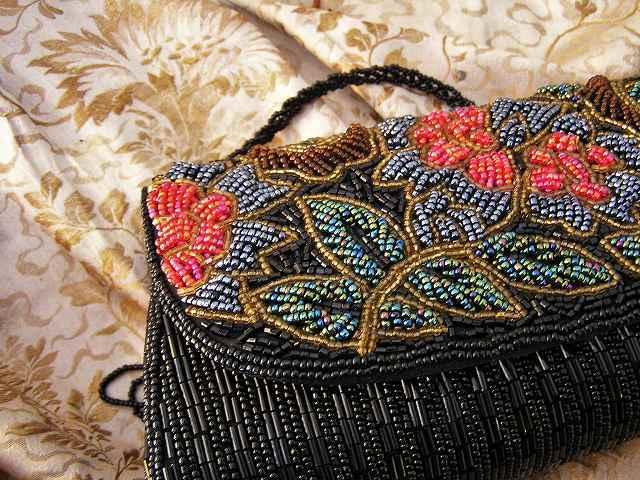 ビーズ刺繍のパーティ用バッグ 半額_f0112550_05344158.jpg