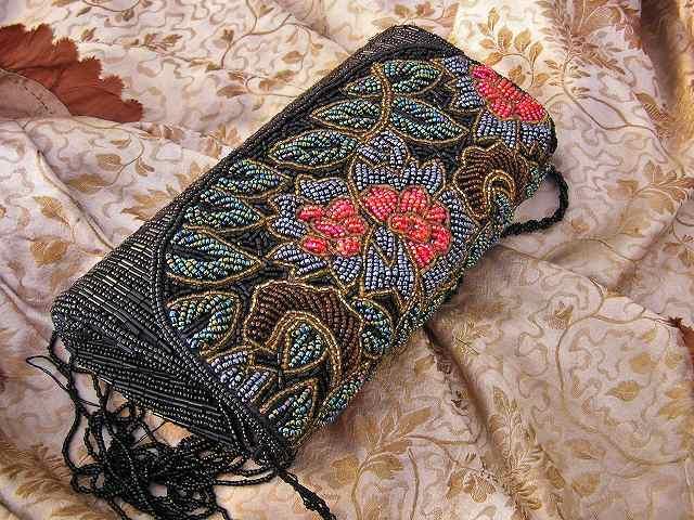 ビーズ刺繍のパーティ用バッグ 半額_f0112550_05344188.jpg