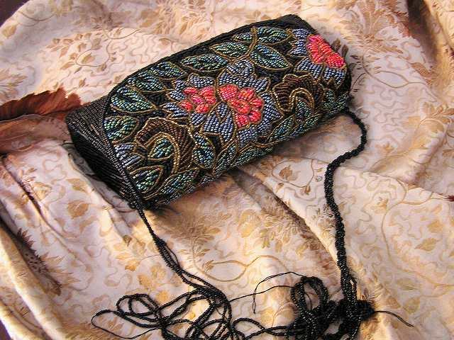 ビーズ刺繍のパーティ用バッグ 半額_f0112550_05361590.jpg