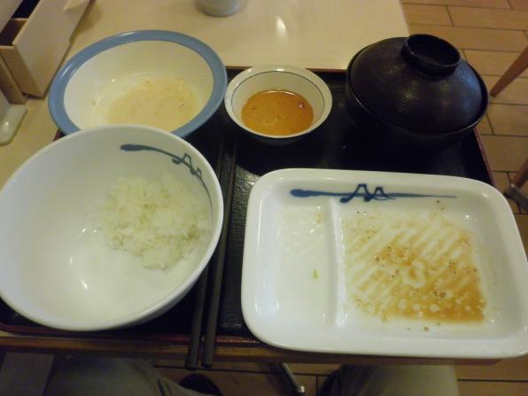 松屋の豚バラ焼肉定食    箕面店_c0118393_18113231.jpg