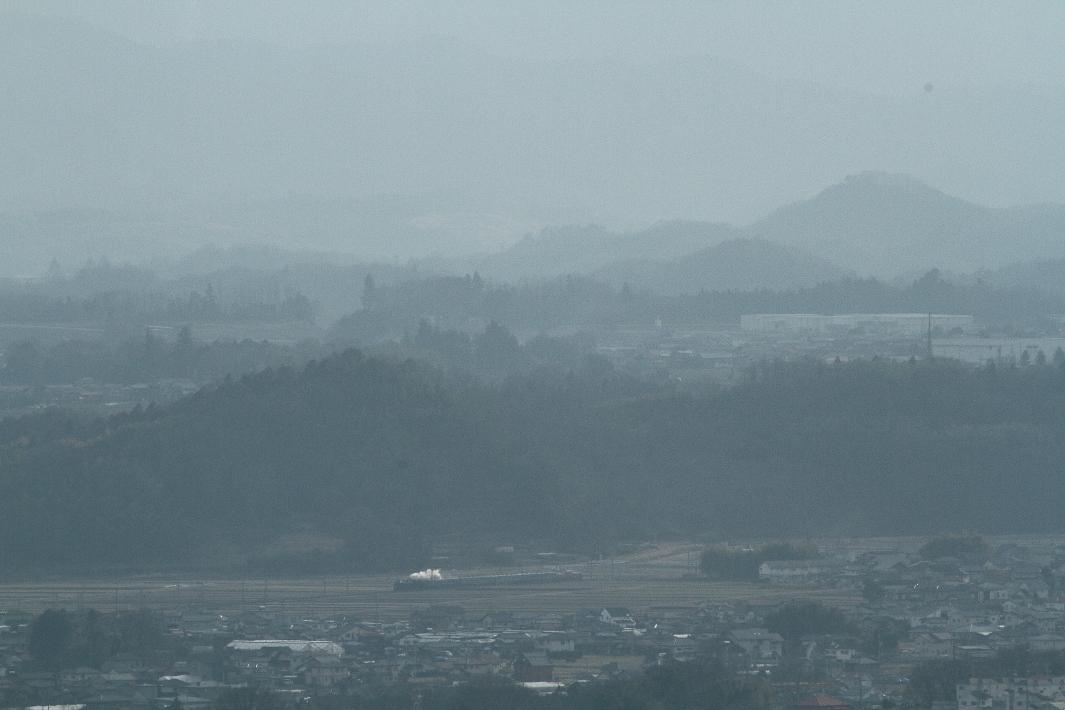 白く霞む眺めの彼方に白煙を望む - 2015年冬・信越線 -  _b0190710_21435430.jpg