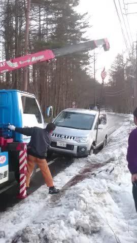 雪道は、どぶに注意!_d0157745_13551025.jpg