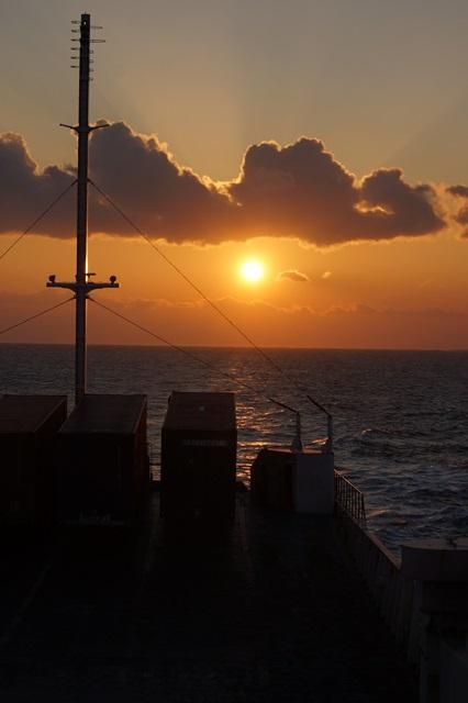藤田八束:ジャンボフェリーの素敵な旅、高松から神戸へ航海瀬戸の夕日_d0181492_22553695.jpg