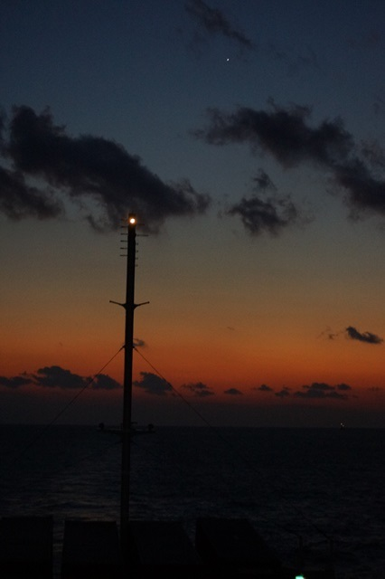 藤田八束:ジャンボフェリーの素敵な旅、高松から神戸へ航海瀬戸の夕日_d0181492_22584964.jpg