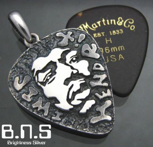 Rockな匂いのする「Guitar Pick型のPendant」。_e0053731_1436144.jpg