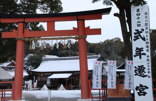 また雪です 上賀茂神社_e0048413_1357932.jpg