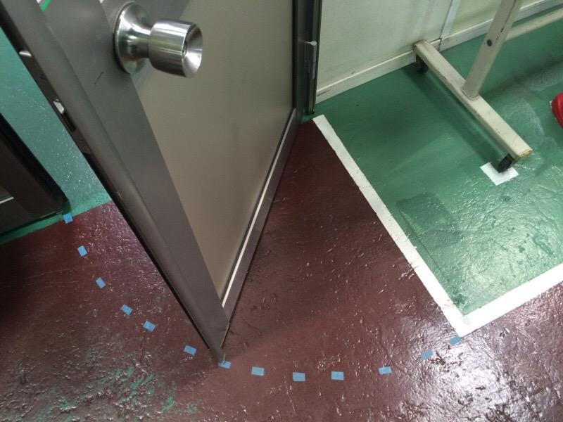 ドアの開きスペース_d0085634_16103938.jpg