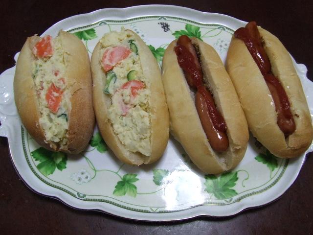 ドッグパンの朝食_f0019498_15315994.jpg