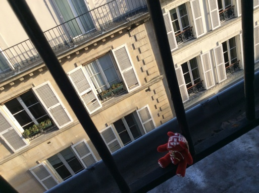 Parisの空は...._b0210699_02525117.jpg